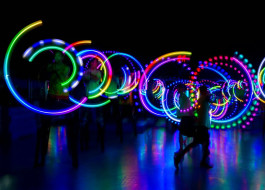 Great Flames N Games LED Glow Poi